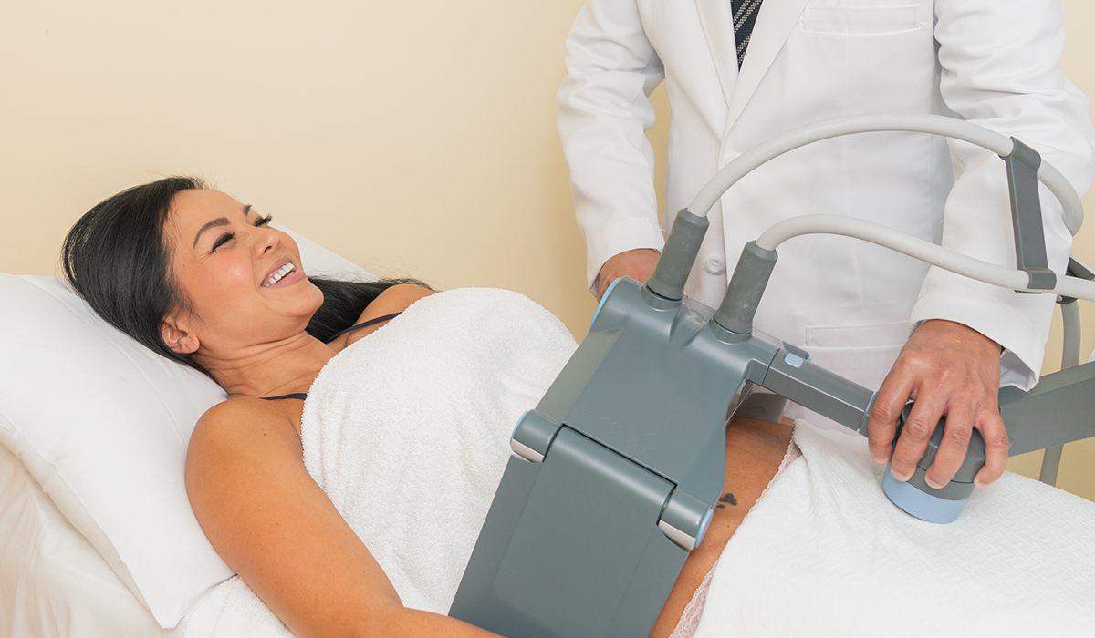 Dr. Vu Using Mechanism on Patient for Vanquish Me Treatment